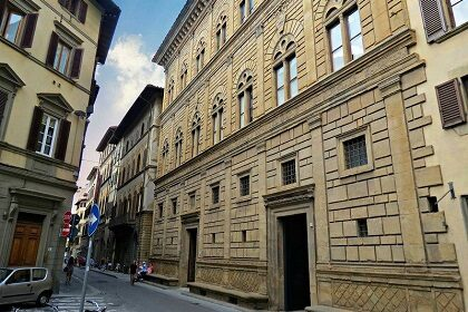 Палаццо Ручеллаи во Флоренции
