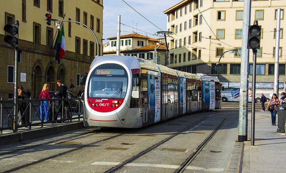 Трамвай по маршруту Т2