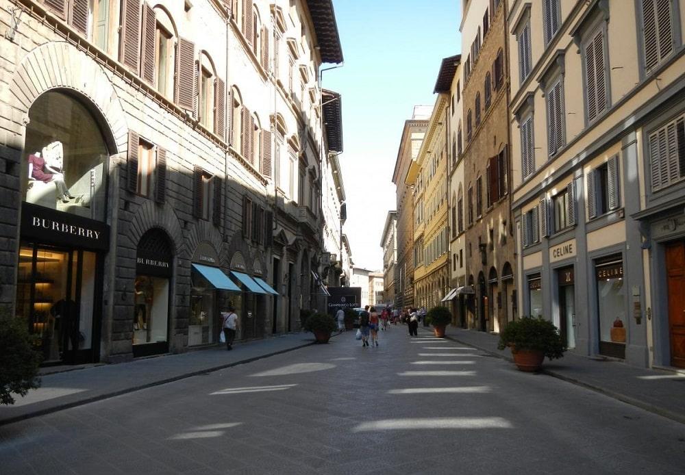 Улица Торнабуони